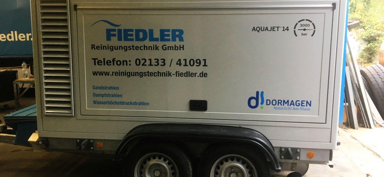 Die Fiedler Reinigungstechnik GmbH ist mit einem Fahrzeug als Markenbotschafter in Dormagen unterwegs.