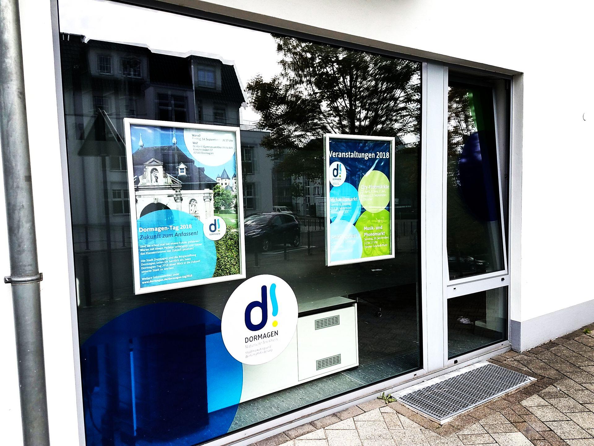 Natürlich: Seit Mai ist das Bürogebäude der Stadtmarketing- und Wirtschaftsförderungsgesellschaft Dormagen (SWD) Unter den Hecken für jeden sichtbar im neuen Markendesign gebrandet und trägt das Dormagen-Logo in die Innenstadst hinein.